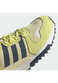 adidas Originals - ZX 700 HD - Tenisky - pulse yellow/crew navy/easy yellow - 8