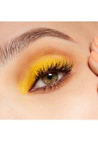 MAC - EYE SHADOW - Eye shadow - chrome yellow - 3
