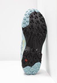 La Sportiva - AKYRA WOMAN GTX - Trail running shoes - slate/sulphur - 4