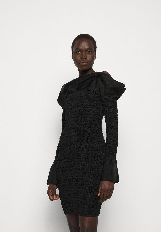 PUCKERED STITCH RUFFLE MINI DRESS - Juhlamekko - black