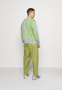Obey Clothing - FUBAR PLEATED PANT - Kangashousut - burnt olive