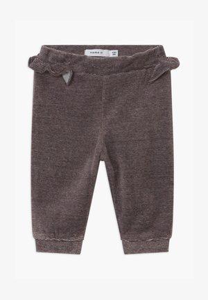 NBFNANETT BABY - Pantaloni - mole