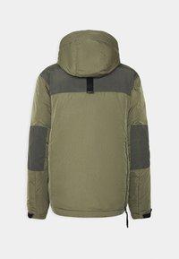 Nike Sportswear - Chaqueta de invierno - medium olive/black - 7