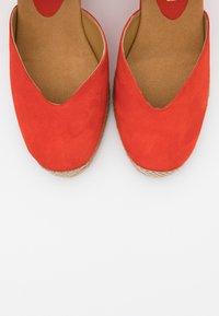 Unisa - CHUFY - Sandály na vysokém podpatku - corallo - 5
