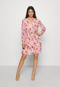 Pieces - PCFLOWI  DRESS - Robe d'été - peachskin - 0