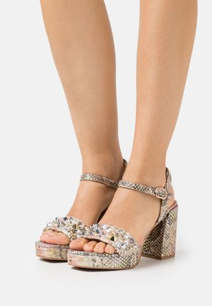 Sandály na platformě - pink