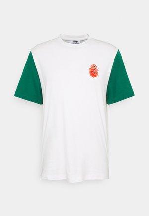 RAINIER - Print T-shirt - blanc/evergreen