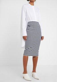 J.CREW - Pouzdrová sukně - cabo stripe navy - 0