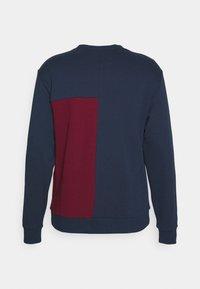 New Balance - ATHLETICS HIGHER LEARNING CREW - Sweatshirt - blue - 1