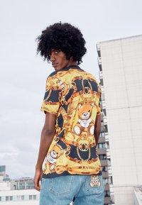 MOSCHINO - Print T-shirt - black - 3