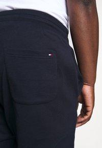 Tommy Hilfiger - BASIC BRANDED - Teplákové kalhoty - blue - 3