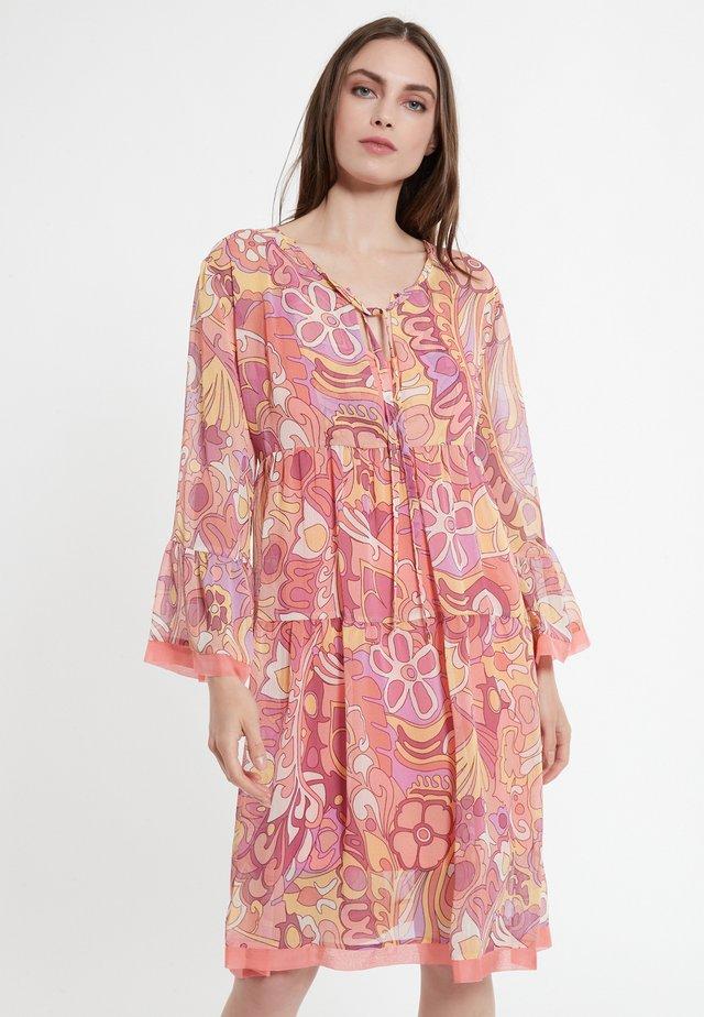 CAWAS - Korte jurk - rosa
