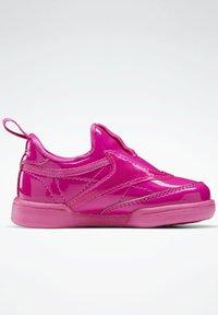Reebok Classic - CLUB C SLIP ON III FOUNDATION TENNIS - Sneakers laag - pink - 8