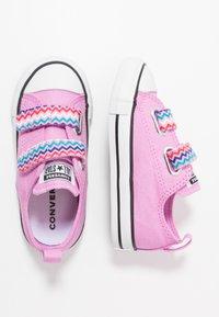 Converse - CHUCK TAYLOR ALL STAR - Tenisky - peony pink/black/white - 0