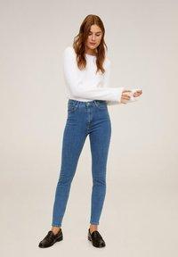 Mango - MIT HOHEM BUND NOA - Jeans Skinny Fit - mittelblau - 1