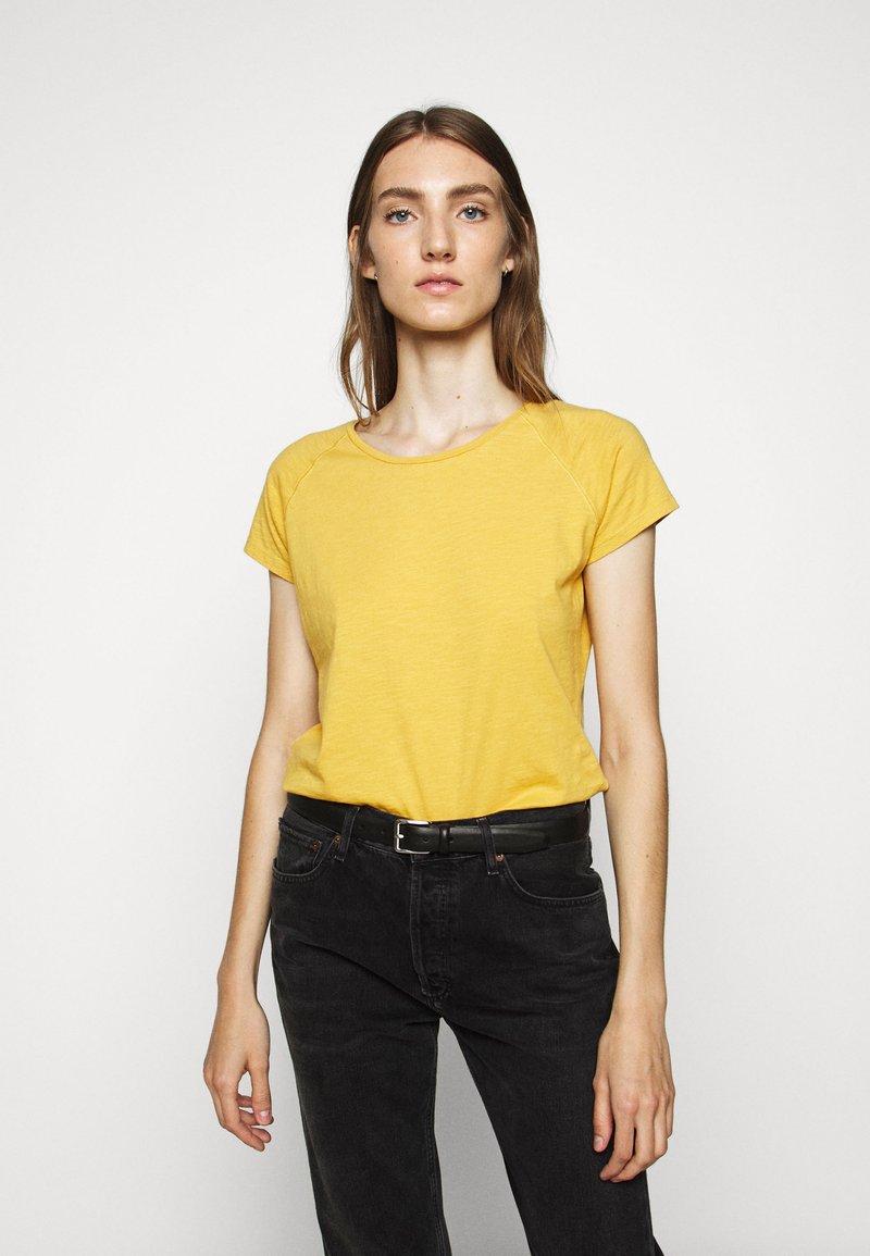 CLOSED - WOMEN´S - Basic T-shirt - butterscotch