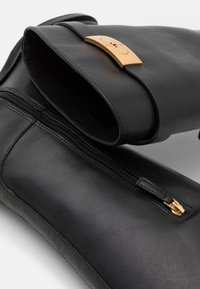 Tory Burch - RIDING BOOT - Boots - perfect black - 6
