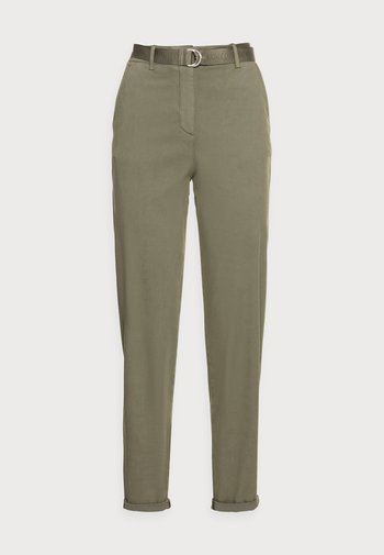 BLEND BELT TAPERED CHINO PANT - Chinos - green
