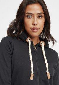 Oxmo - MATILDA - Zip-up hoodie - black - 7