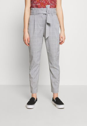 VMJENNANAEVA LOOSE PAPERBAG PANT - Trousers - placid blue/snow white