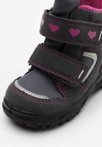 Superfit - HUSKY - Zimní obuv - grau/rosa - 5