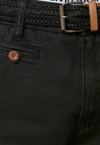 INDICODE JEANS - CASUAL FIT - Shorts - mottled black - 3
