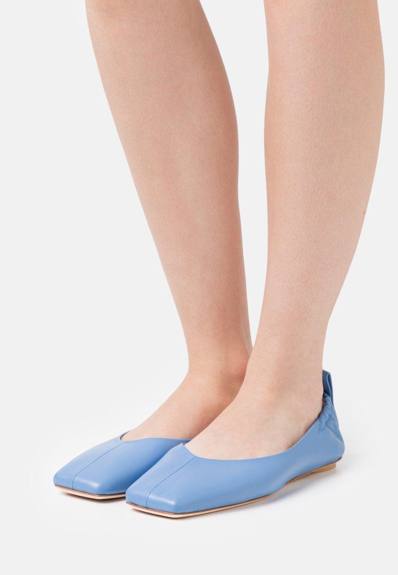 MAX&Co. - EVEREL - Ballet pumps - sky