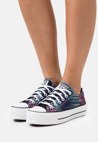 Converse - CHUCK TAYLOR ALL STAR LIFT - Joggesko - pink/court green/white - 0
