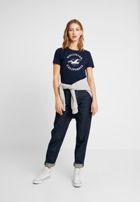 Hollister Co. - INCREMENTAL TECH CORE - Camiseta estampada - navy - 1