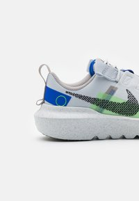 Nike Sportswear - CRATER IMPACT UNISEX - Trainers - pure platinum/black/electric green/racer blue/college grey - 5