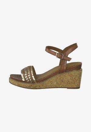 Platform sandals - cognac gold