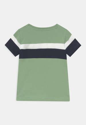 NMMKALEB TOP BOX - Camiseta estampada - dark sapphire
