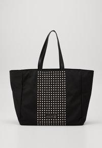 Versace Jeans Couture - SHOPPING BAG STUDDED - Velká kabelka - nero - 0