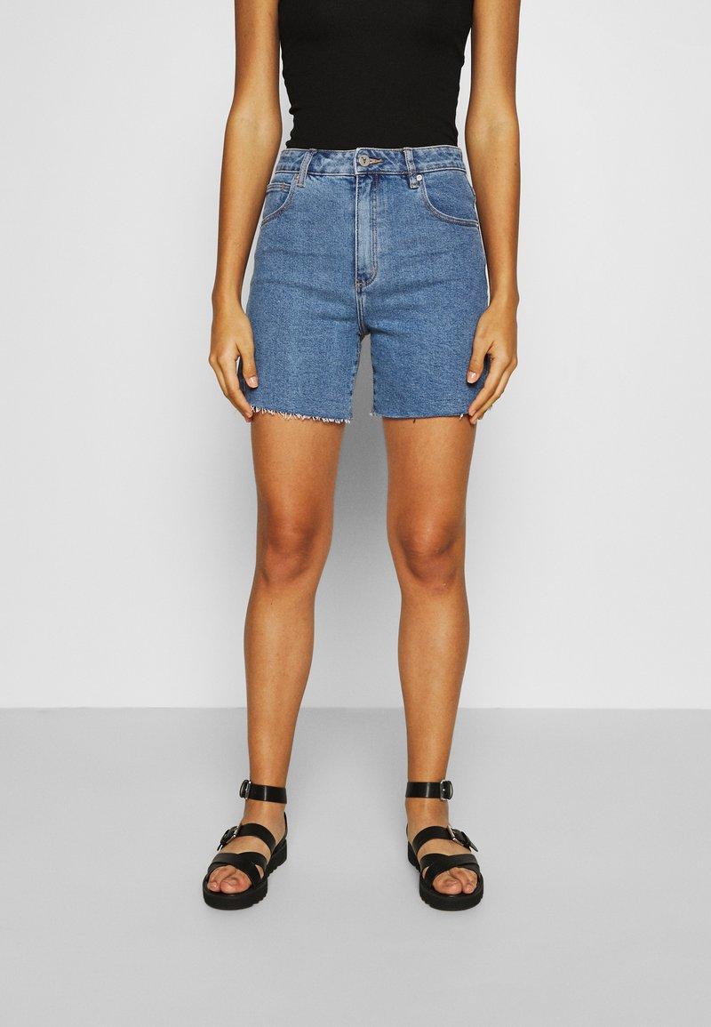 Abrand Jeans - A CLAUDIA CUT OFF - Shorts di jeans - georgia