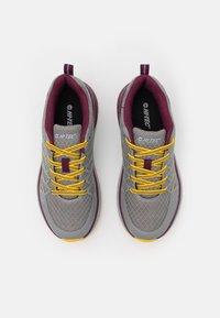 Hi-Tec - TRAIL DESTROYER WOMENS - Hiking shoes - steel/super lemon/grape wine - 3
