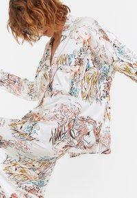 Uterqüe - Button-down blouse - beige - 5