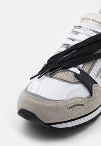 Emporio Armani - Sneaker low - beige - 5
