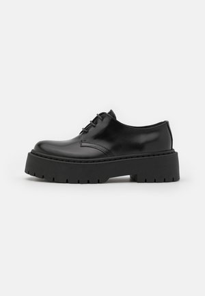 FREEING CHUNKY SOLED LACE UP - Veterschoenen - black