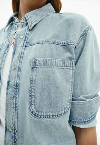 Calvin Klein Jeans - Button-down blouse - denim light - 3