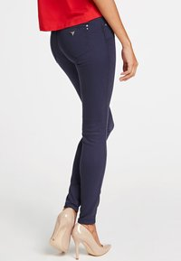 Guess - SKINNY - Jeansy Skinny Fit - blue - 2
