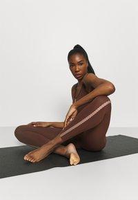 Nike Performance - LUXE EYLET 7/8 - Legging - bronze eclipse/smokey mauve - 3