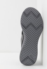 Nike Performance - REVOLUTION 5 - Laufschuh Neutral - black/reflect silver/gunsmoke/volt - 5