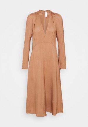 V NECK FIT AND FLARE DRESS - Vapaa-ajan mekko - dark nude