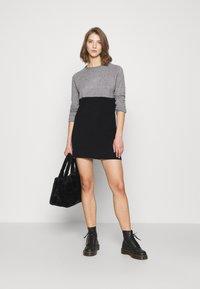 ONLY - Stickad klänning - medium grey melange/black - 1