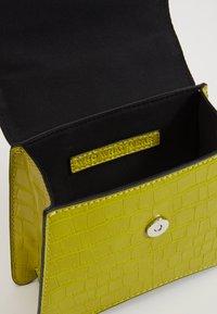Who What Wear - BERNNAN - Handbag - limeade - 4
