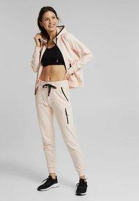 Esprit Sports - KAPUZEN - Zip-up hoodie - peach - 2