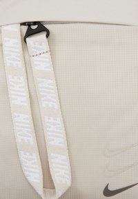 Nike Sportswear - ESSENTIALS UNISEX - Across body bag - white - 3