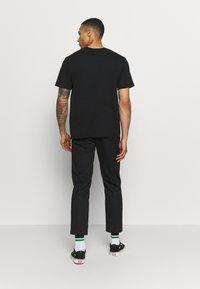Afends - UNISEX TREE HUGGERS TEE - Print T-shirt - raven - 2