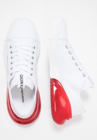 Calvin Klein Jeans - MUNRO - Trainers - white/red - 1