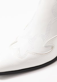 Steve Madden - HIRED - Ankle boots - white - 2